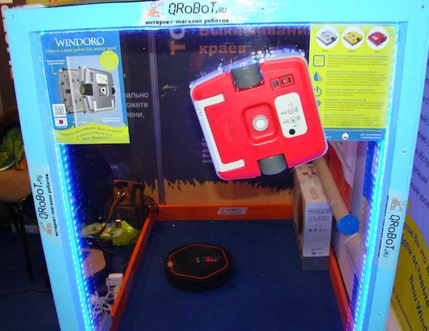 Стенд-окно для демонстрации робота-чистильщика окон