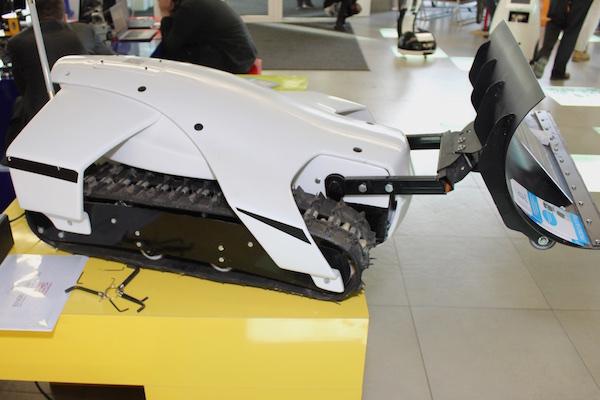 Робот Omi Plow
